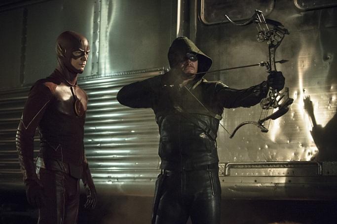 Mesmo não assistindo Arrow, acho excelente quando os dois núcleos fazem um team-up